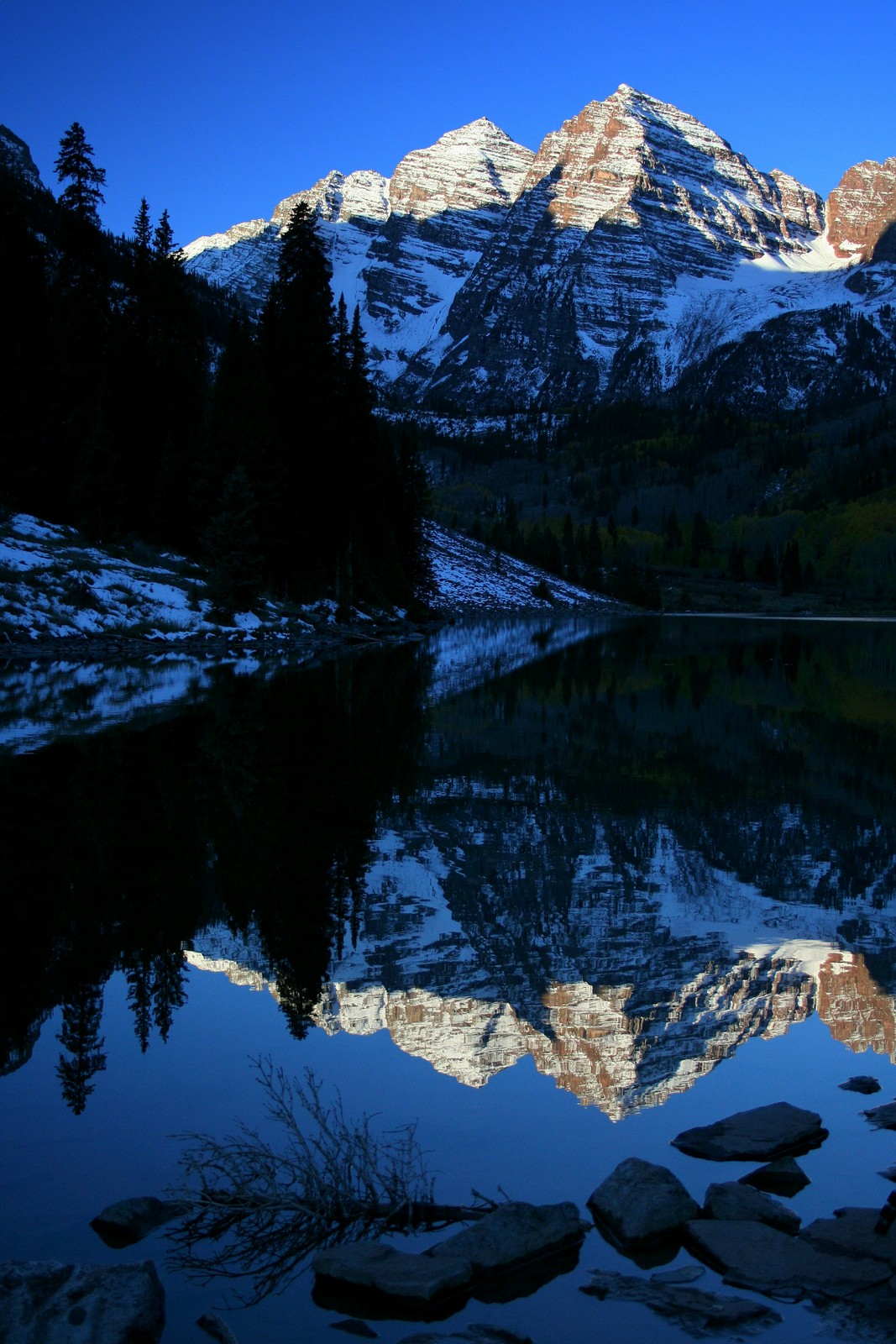 Maroon Bells and Maroon Lake at dawn