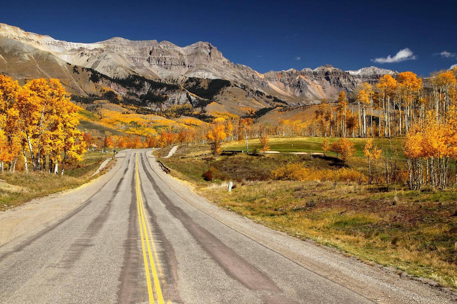 Driving into Telluride