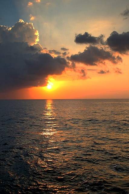 Sunset<br>Negril, Jamaica<p>Camera: Canon EOS Rebel T1i<br>Tamron 17-50mm f/2.8 lens
