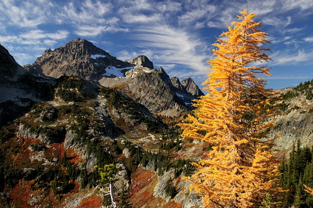 View from Maple Pass<br>North Cascades National Park<br>Washington state<p>Camera: Canon EOS Rebel T1i<br>Tamron 17-50mm f/2.8 lens